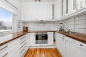 Integrert induksjonstopp og stekeovn. Opplegg og plass til oppvaskmaskin