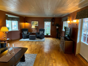 Romslig og hyggelig stue