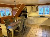 Romslig kjøkken - godt med benke/- og skapplass