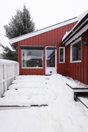 Under snøen er det en flott trapp og platting