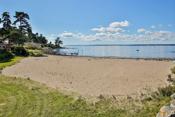 Fin sandstrand på Fuglevik.