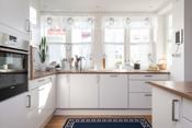 Kjøkken med god benkeplass
