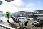 Hyggelig solrik veranda med flott utsyn