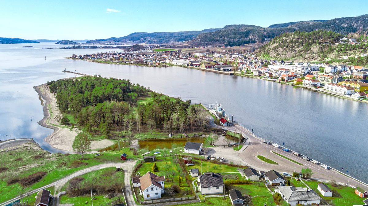 Verksøya med ferjeforbindelse over til Svelvik