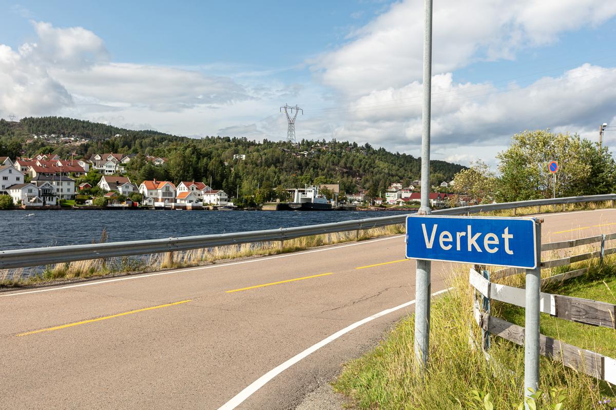 Verket på Klokkarstua, her går fergen over til Svelvik. Norges korteste fergetur.