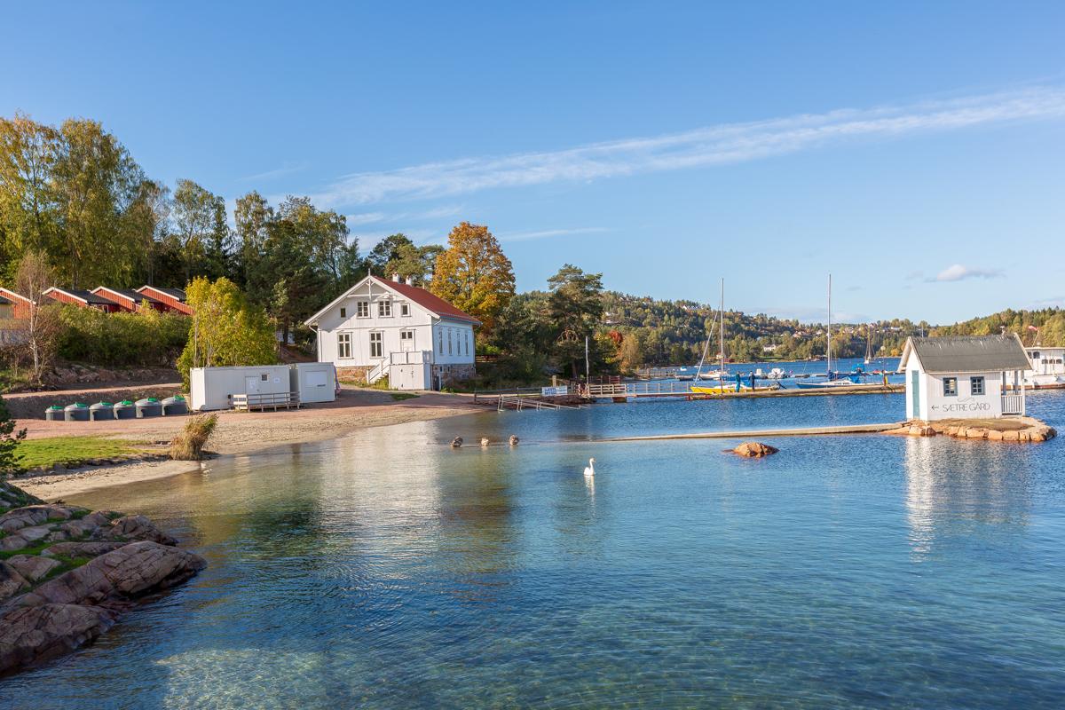 Flotte bademuligheter på Sætre Strand.