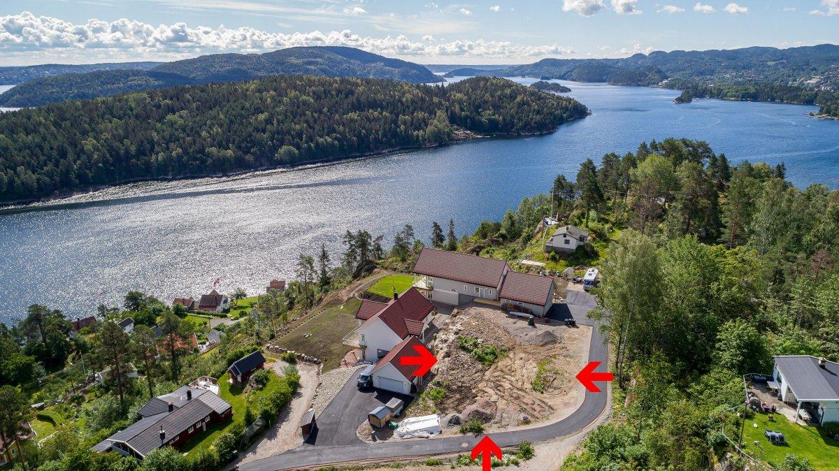 Fantastisk utsikt og nærhet til sjøen, på dette bilde ser man Vestfjorden med Drøbak helt bakerst i bilde.