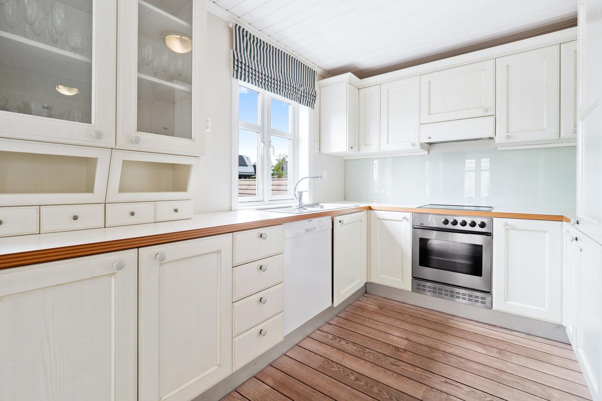 Kjøkken med ntegrerte hvitevarer
