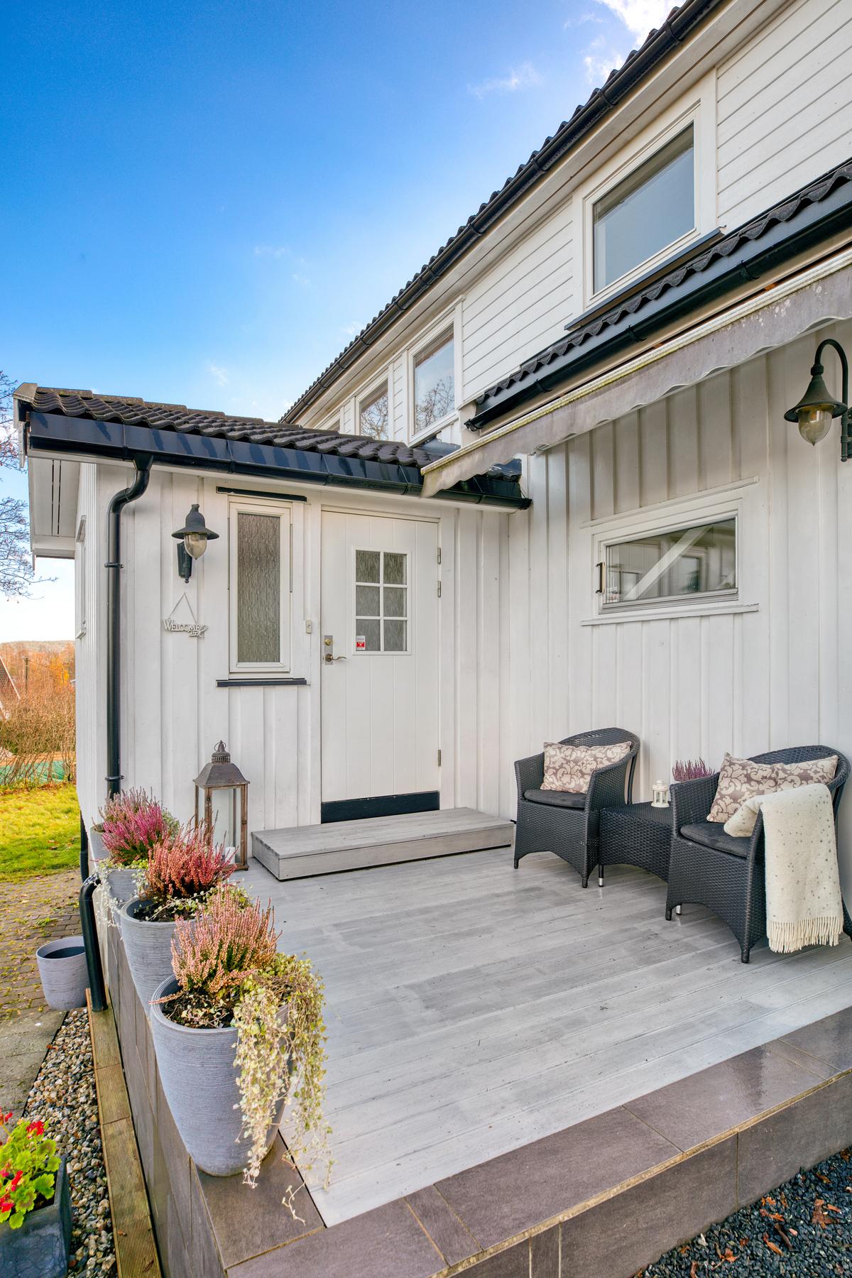 Inngangsparti med terrasse