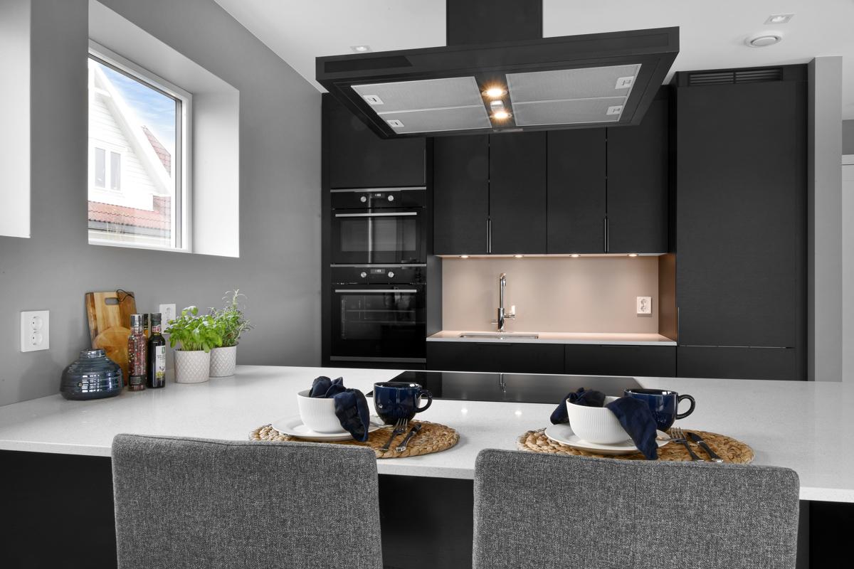 Praktisk og moderne kjøkkeninnredning.