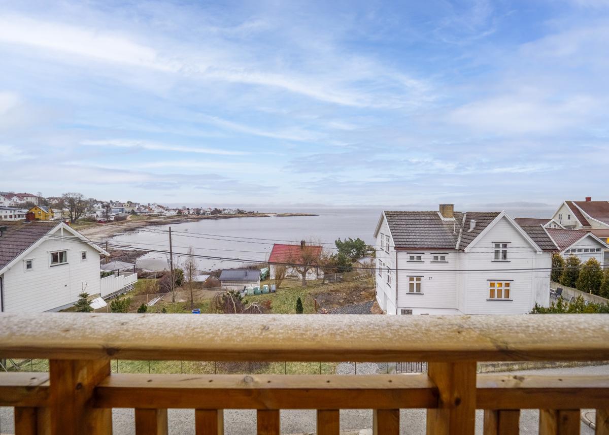 Utsikt fra balkongen - Fine bademuligheter i kort avstand fra leiligheten