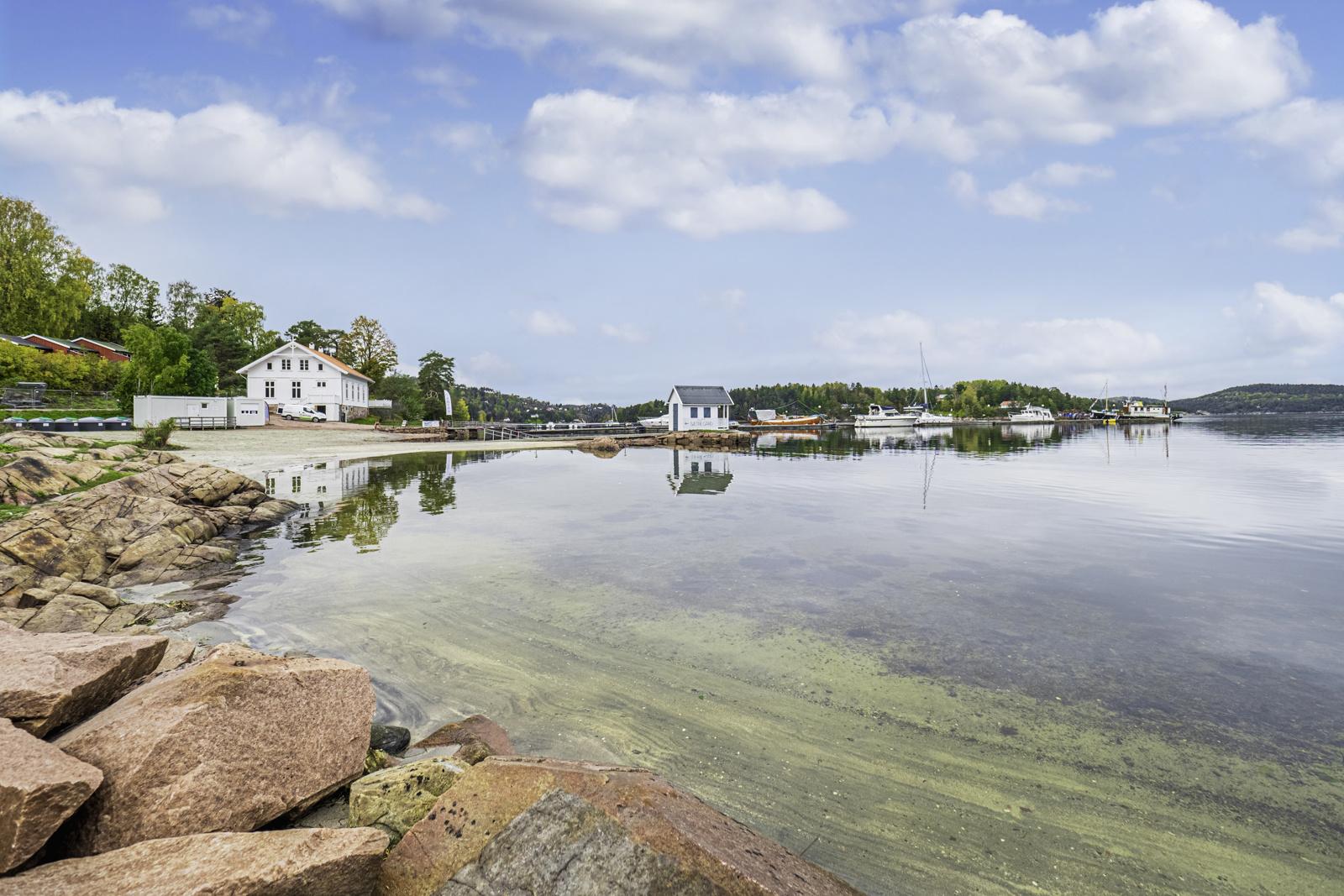 Badestranden i Sætre Havn.
