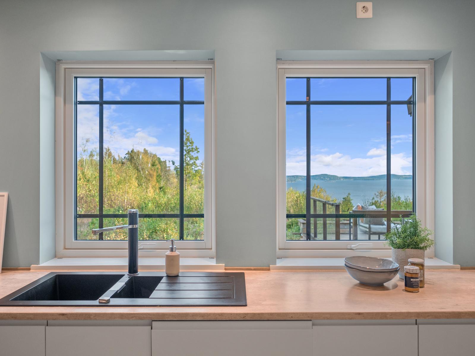 Fin utsikt fra kjøkkenvindu
