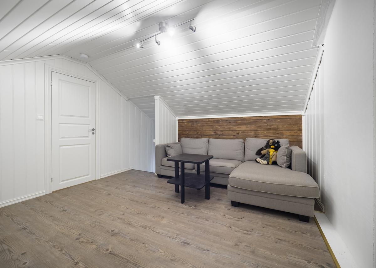 Hyggelig loftstue/tv-stue i 2. etg.