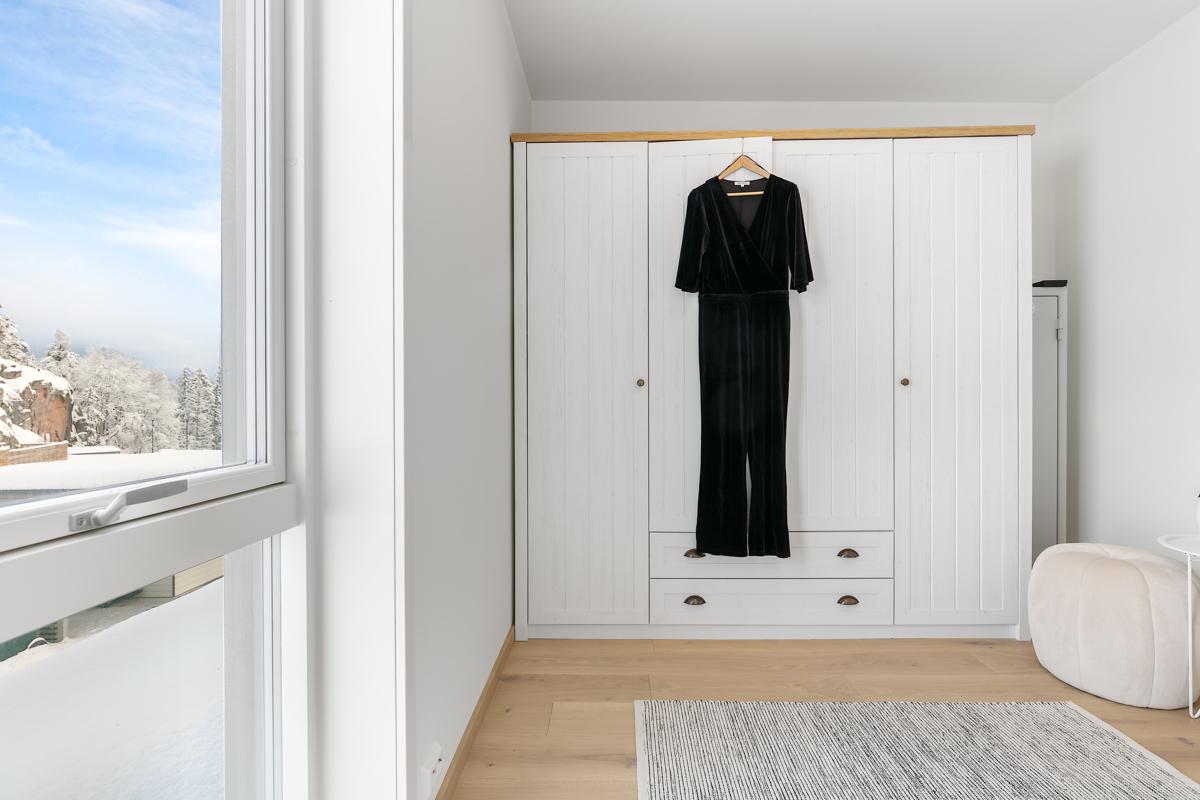 Praktisk walk-in garderobe