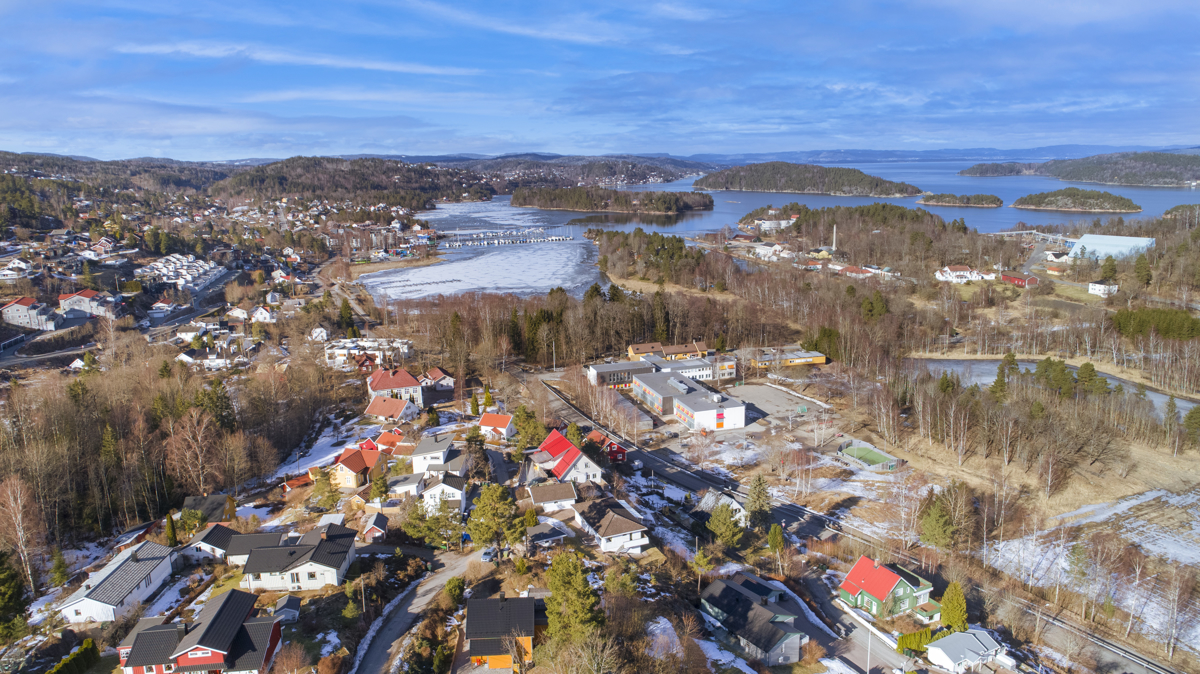 Gangavstand til sjøen, sentrum og båthavn.