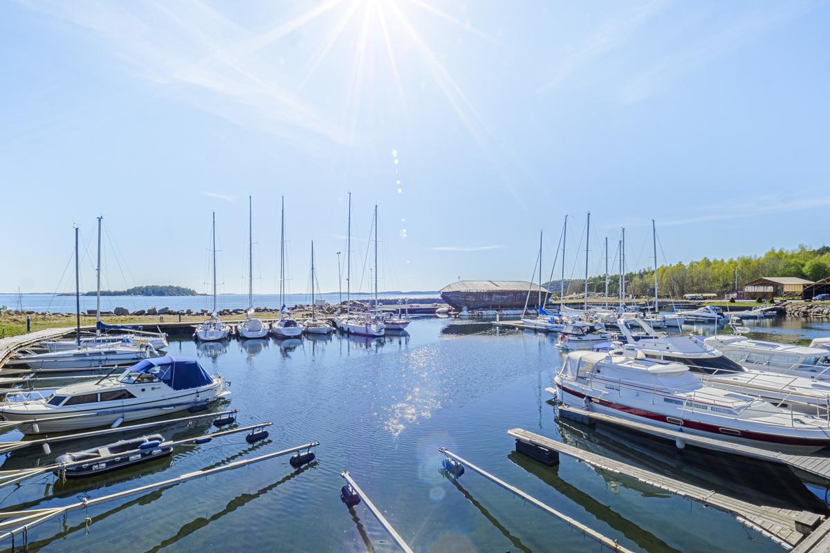 Det er flere båthavner på Tofte