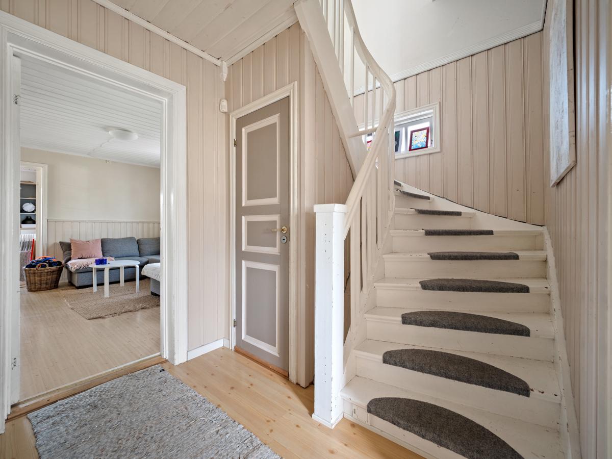 Trapp opp til 2 etasje