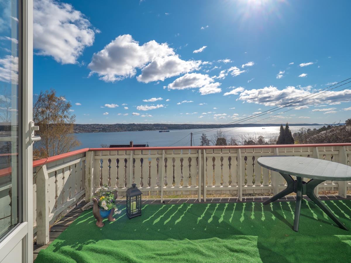 Lett å nyte utsikten fra denne terrassen