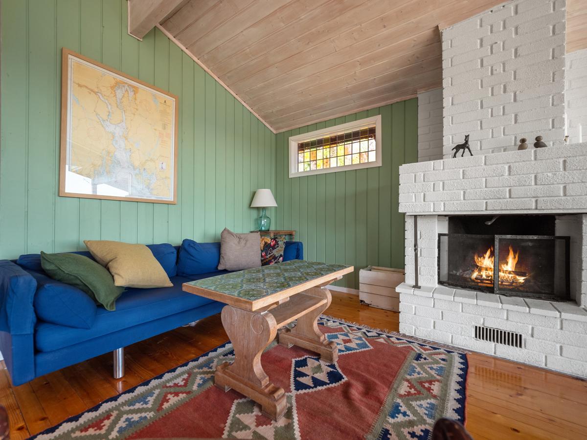 Stuen har peis - Perfekt for kjølige dager og innekos