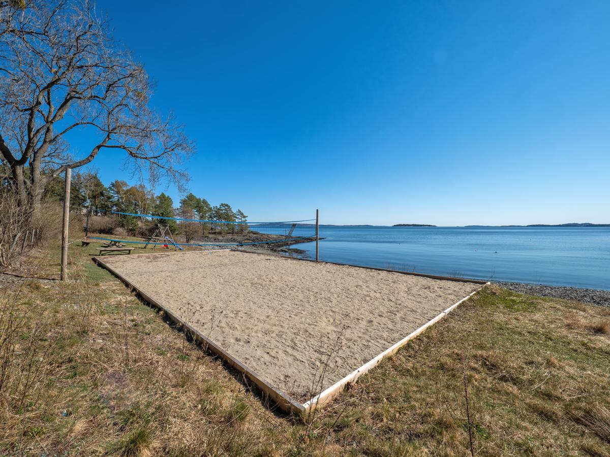 Få minutters gange fra hytta er det Volleyballbane og mange flotte bademuligheter
