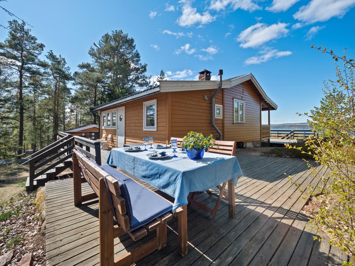Hytte beliggende på Rødtangen med flott fjordutsikt og gode solforhold