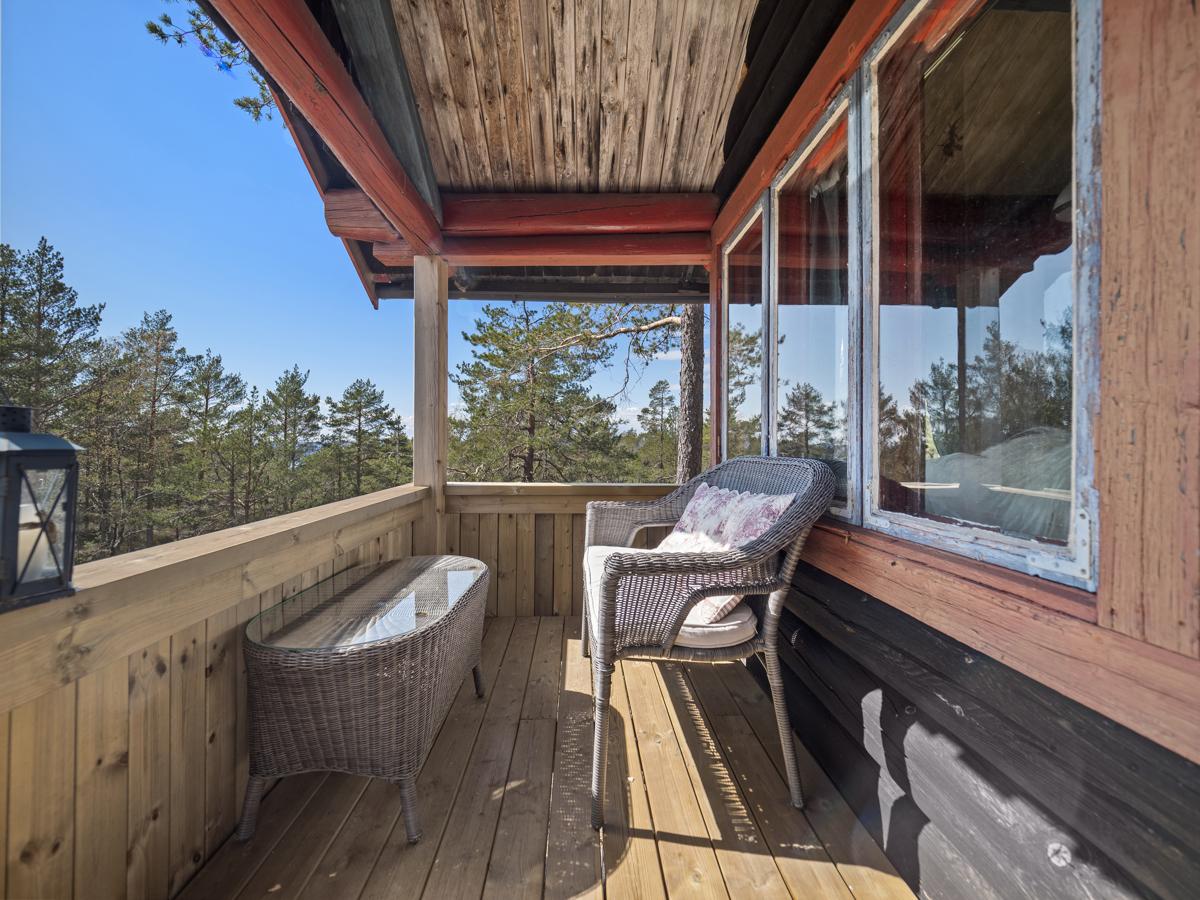 På terrassen er det plass til sittegruppe - Her kan du nyte late dager