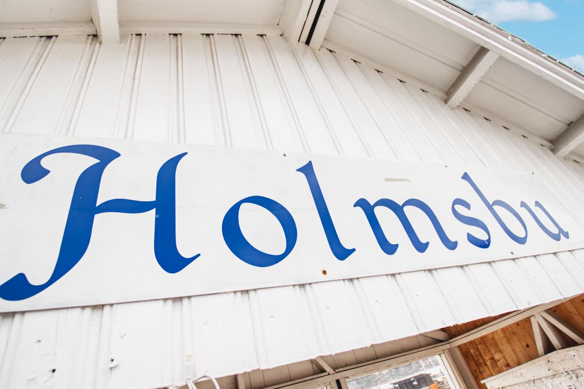 Holmsbu ligger ca 5 km fra hytta som en idyll med dagligvarebutikk, flere spisesteder og sommerbutikker