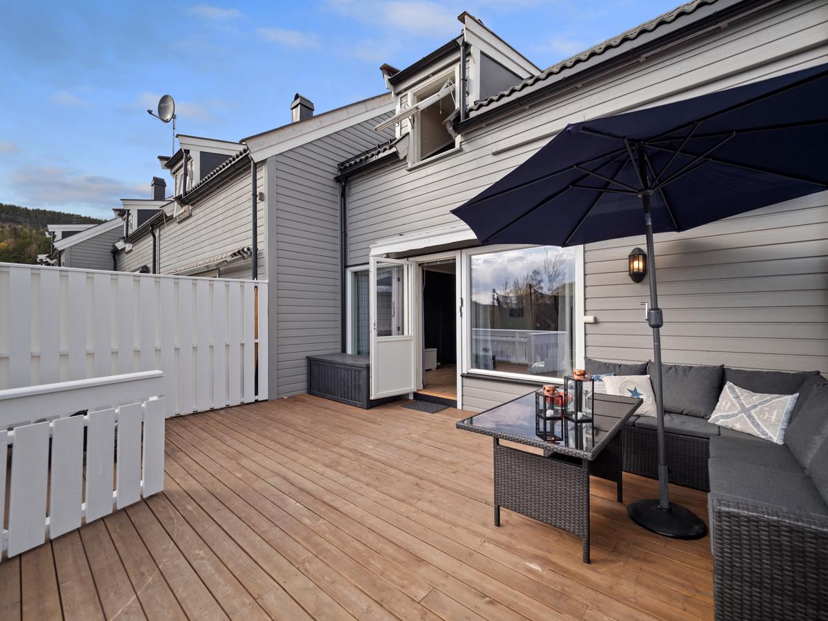 Solrik og deilig terrasse.