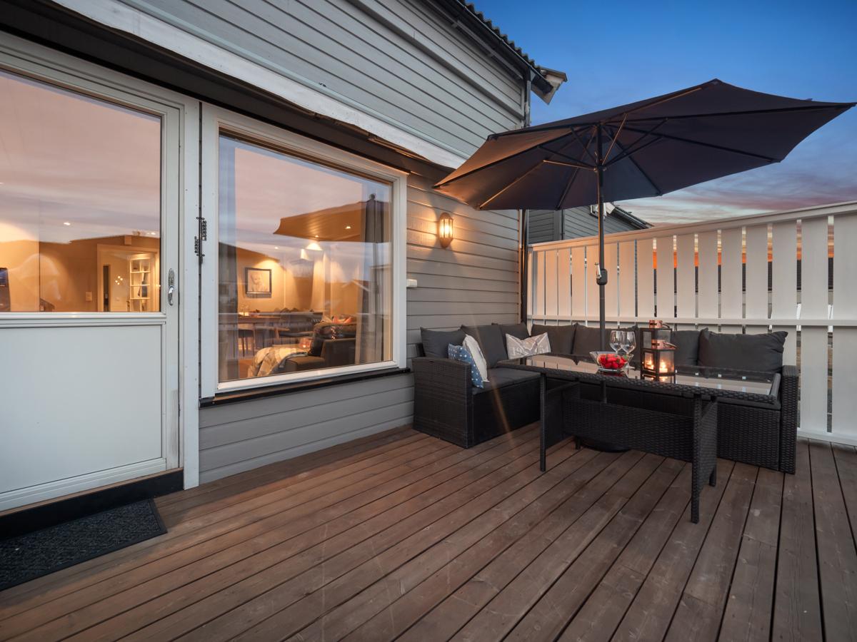 Kveldsstemning på terrassen.