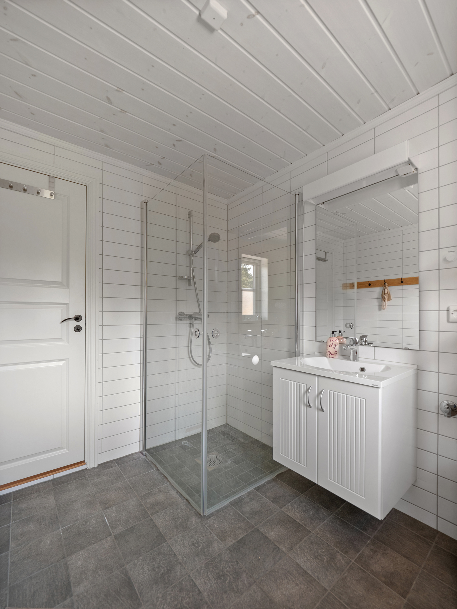 Moderne og delikat bad med varme i gulv