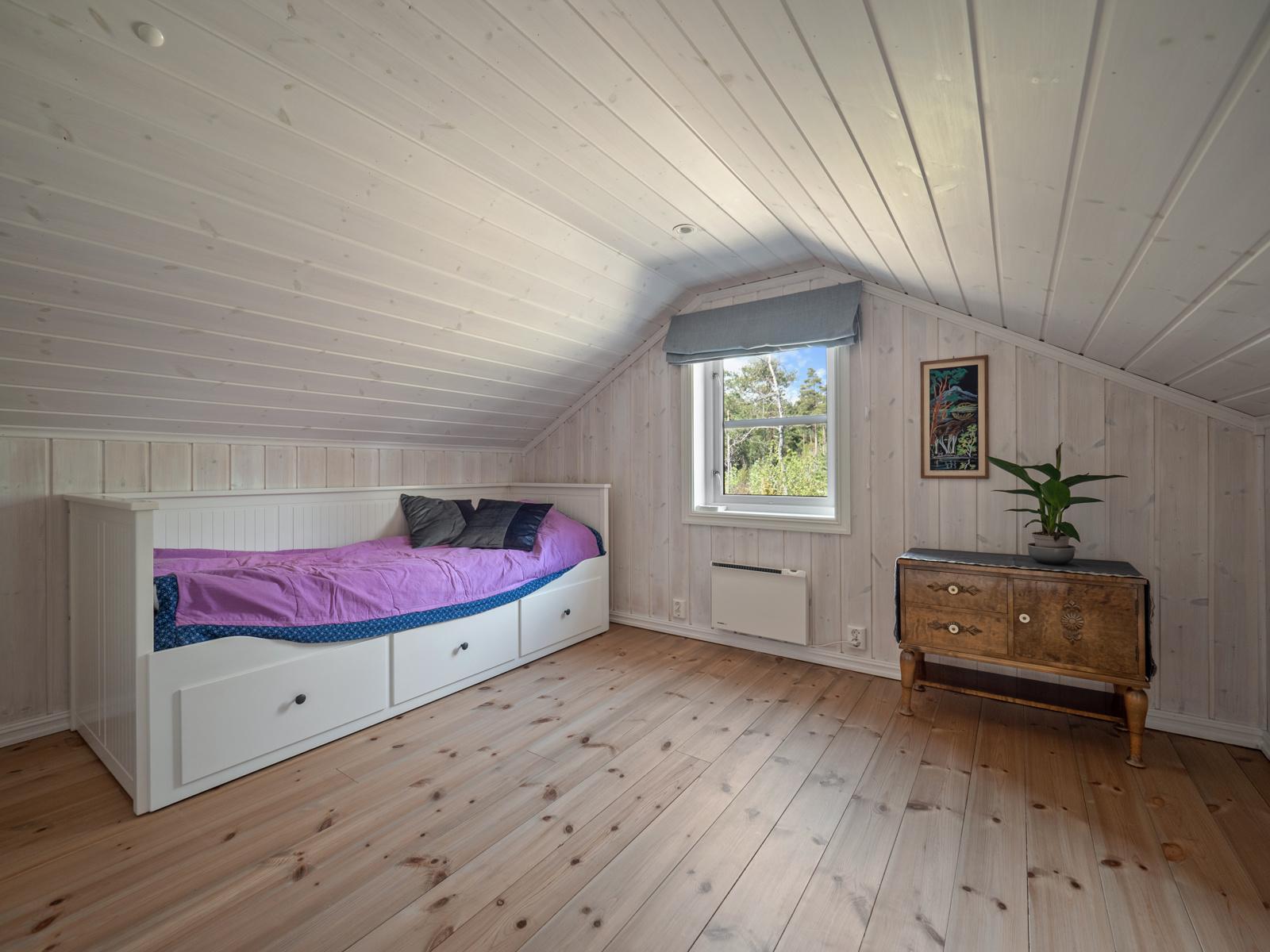 Innredet rom I i loftetasjen som benyttes som soverom