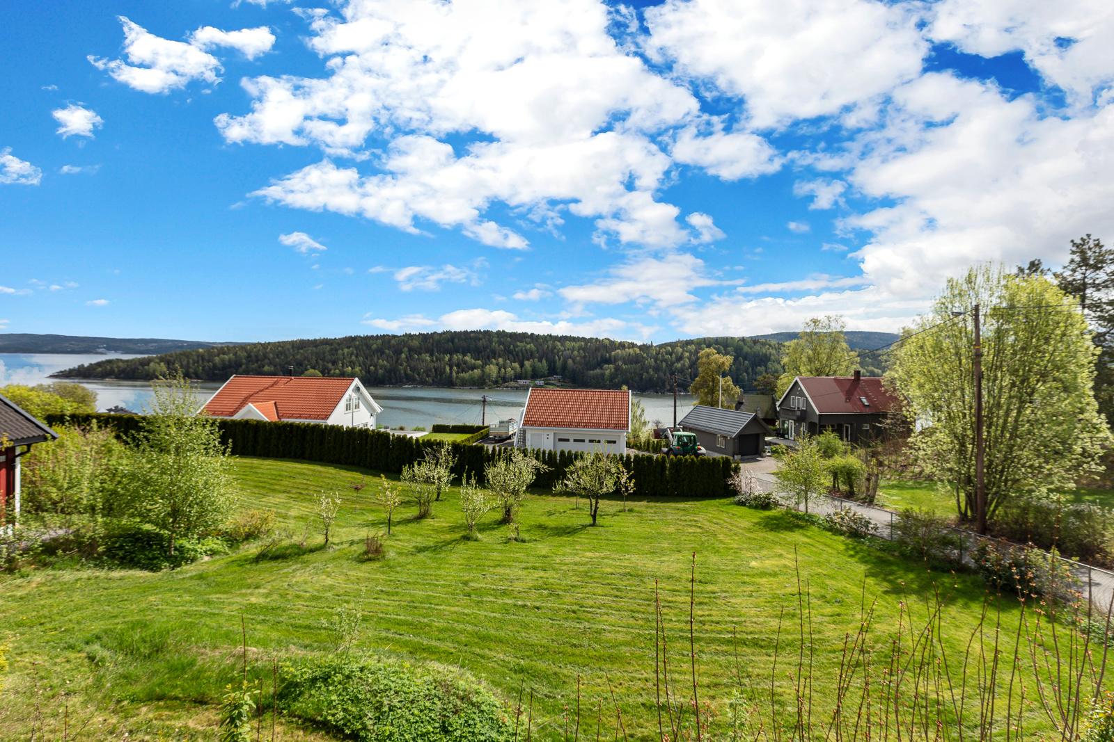 Meget flott boligtomt beliggende i et etablert boligområde i Åros