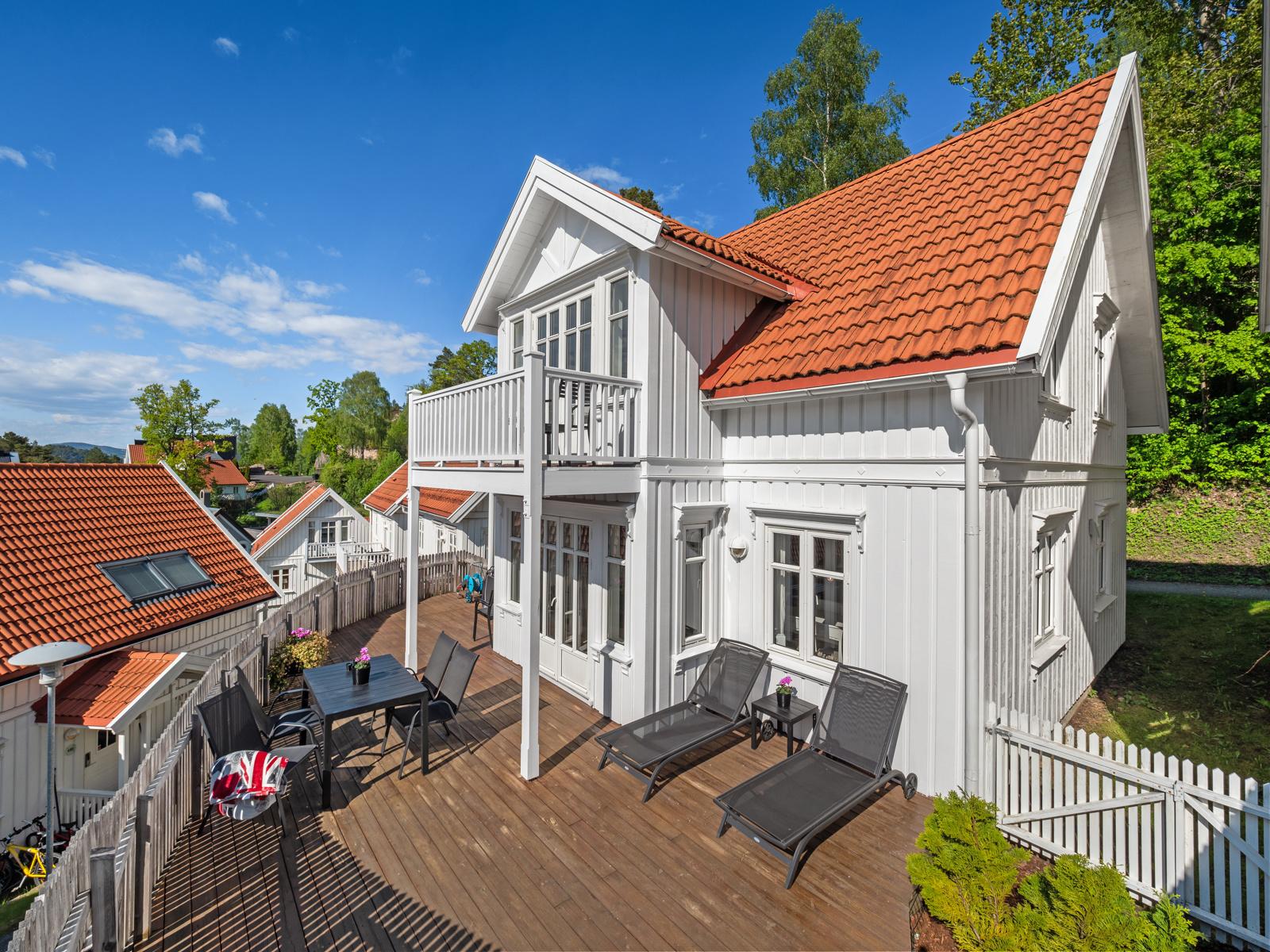 Velkommen til Holtnes brygge - Hytte med 4 soverom, 2 bad, stor terrasse og balkong