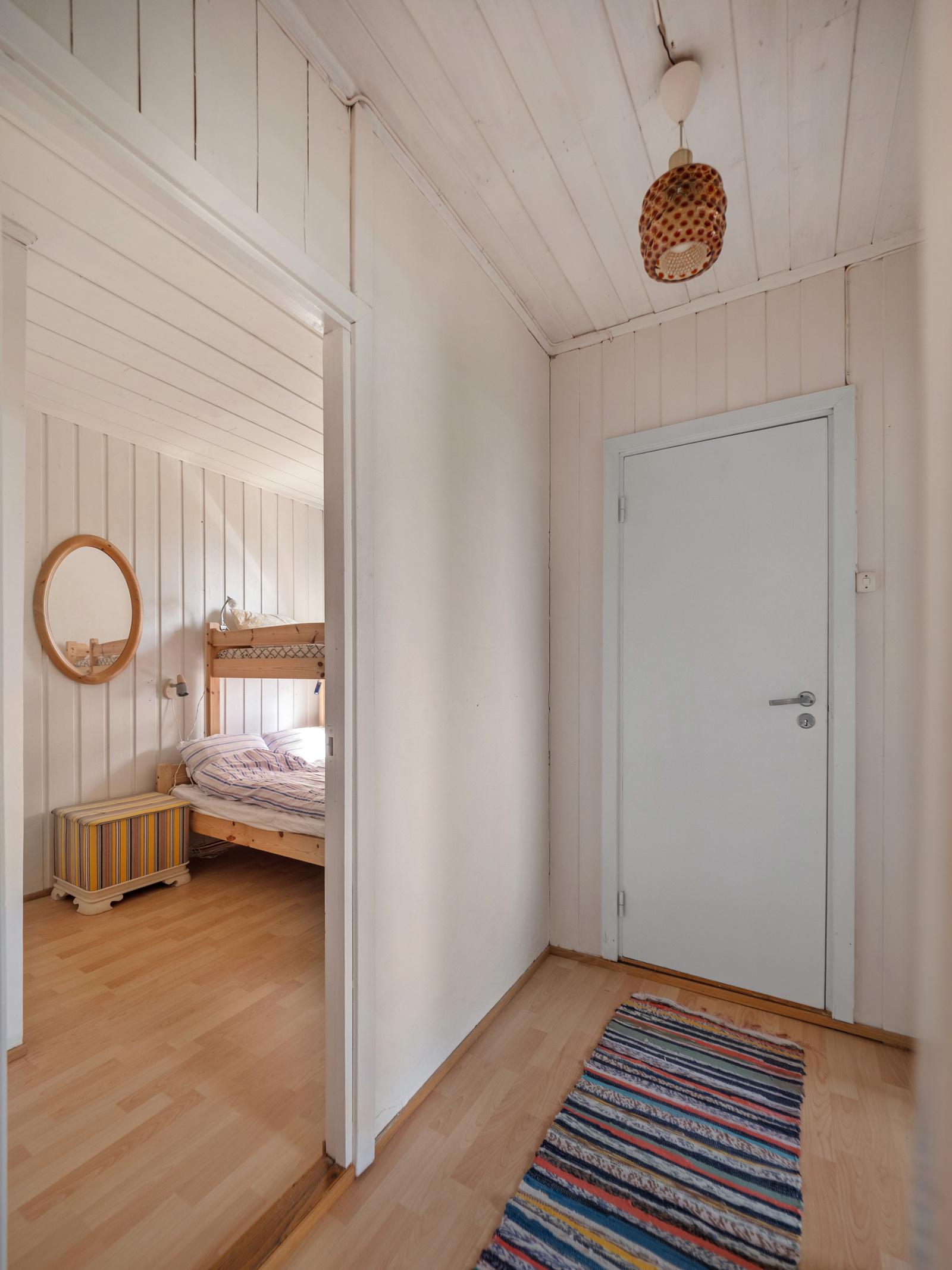 I enden av soveromsgangen er det en liten bod for oppbevaring
