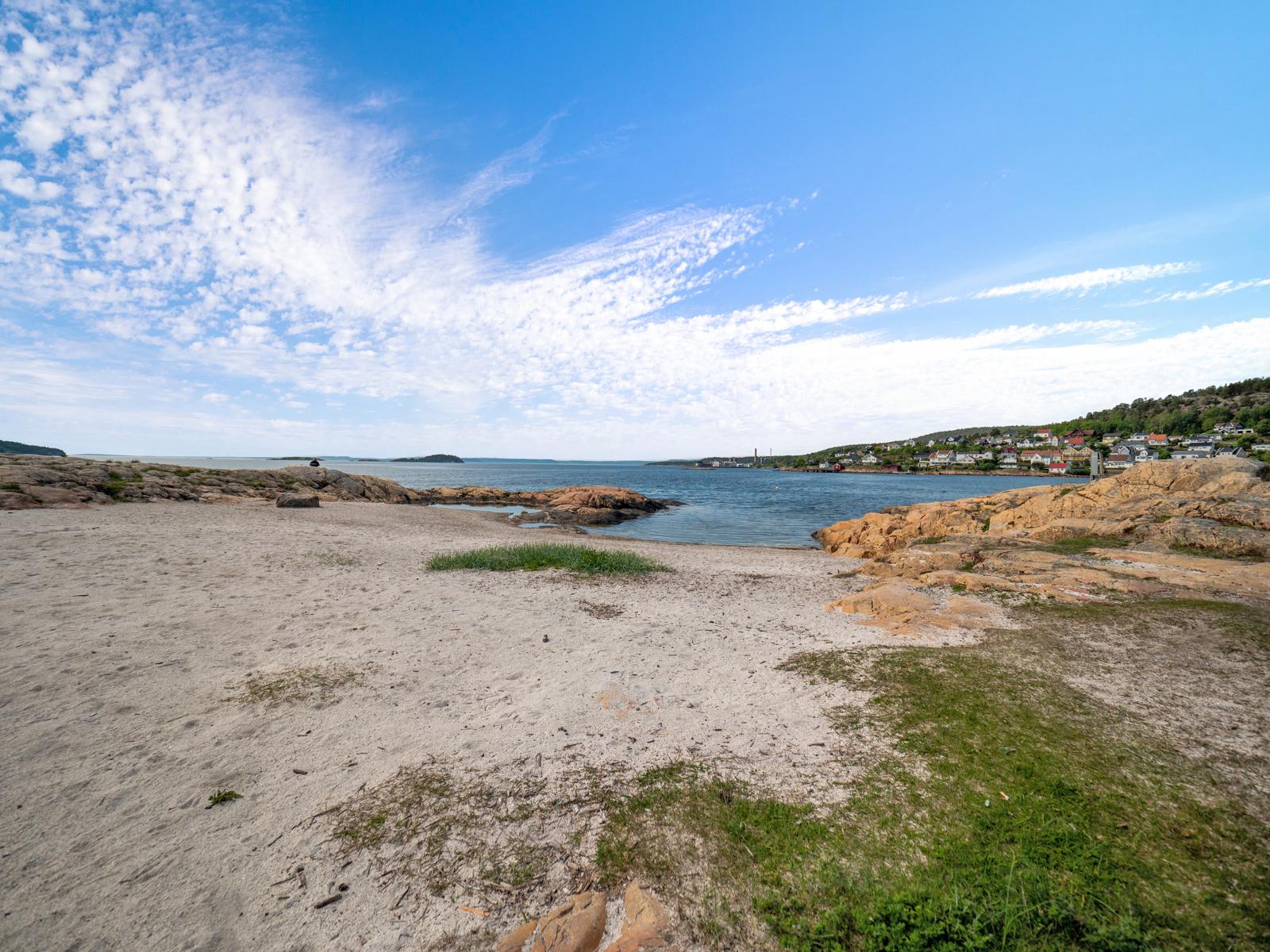 Langs kyststien i retning Storsand eller mot Tofte, Rødtangen og Holmsbu er det mange flotte steder