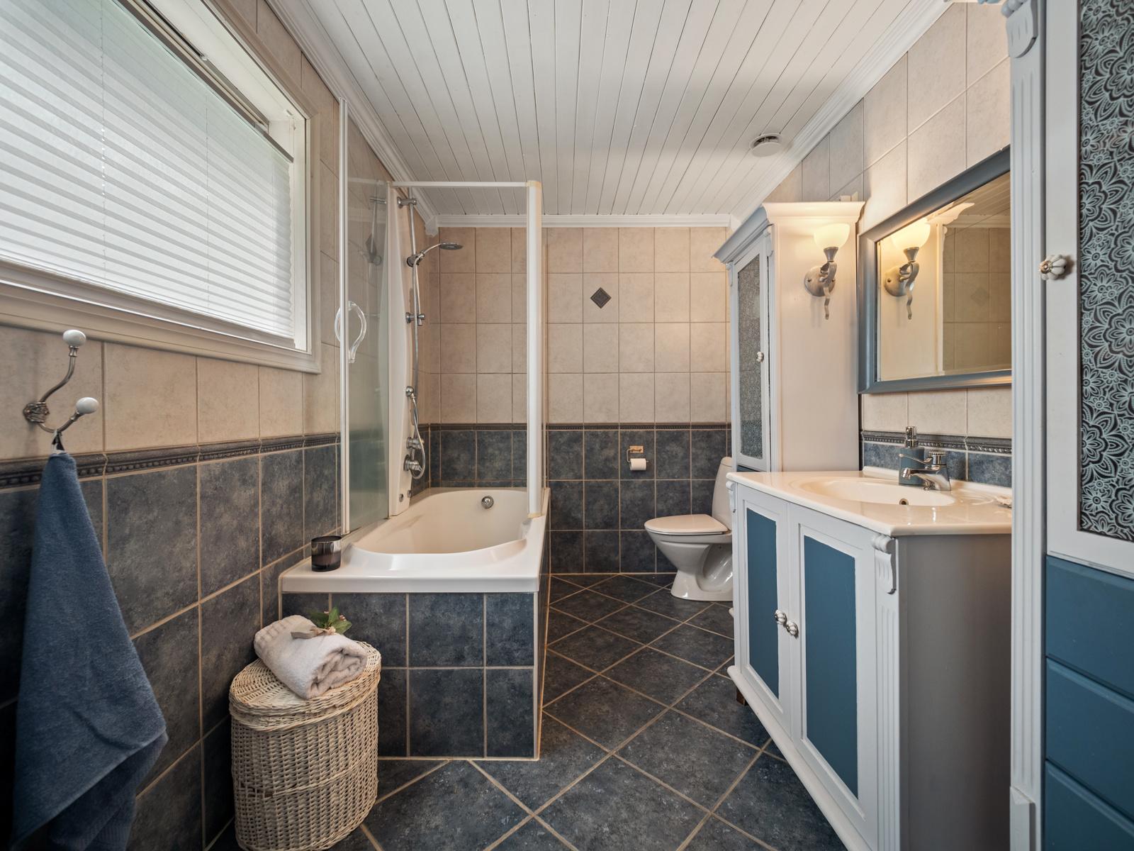 Bad med badekar, wc