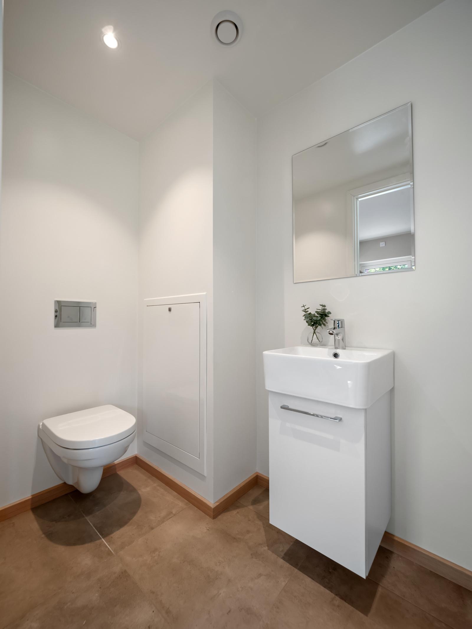 Toalettrom i hovedetasjen
