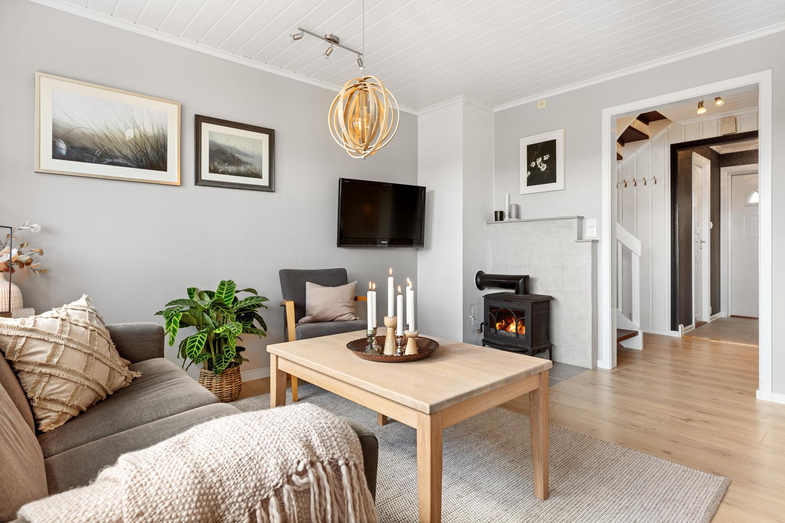 Lyse og fine farger i stuen