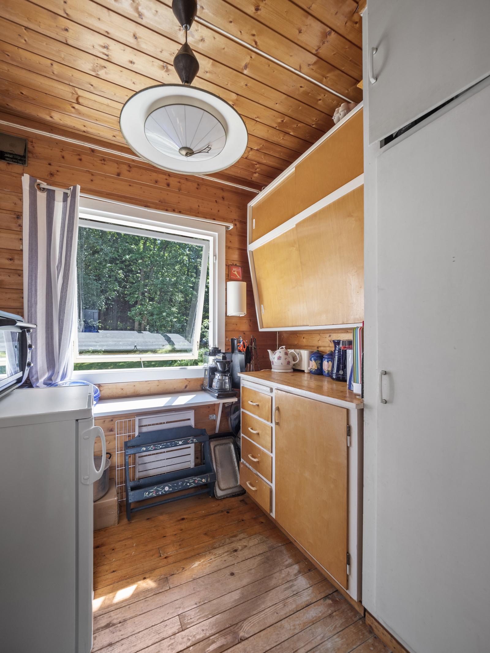 Praktisk og godt utnyttet kjøkken med mye oppbevaringsplass