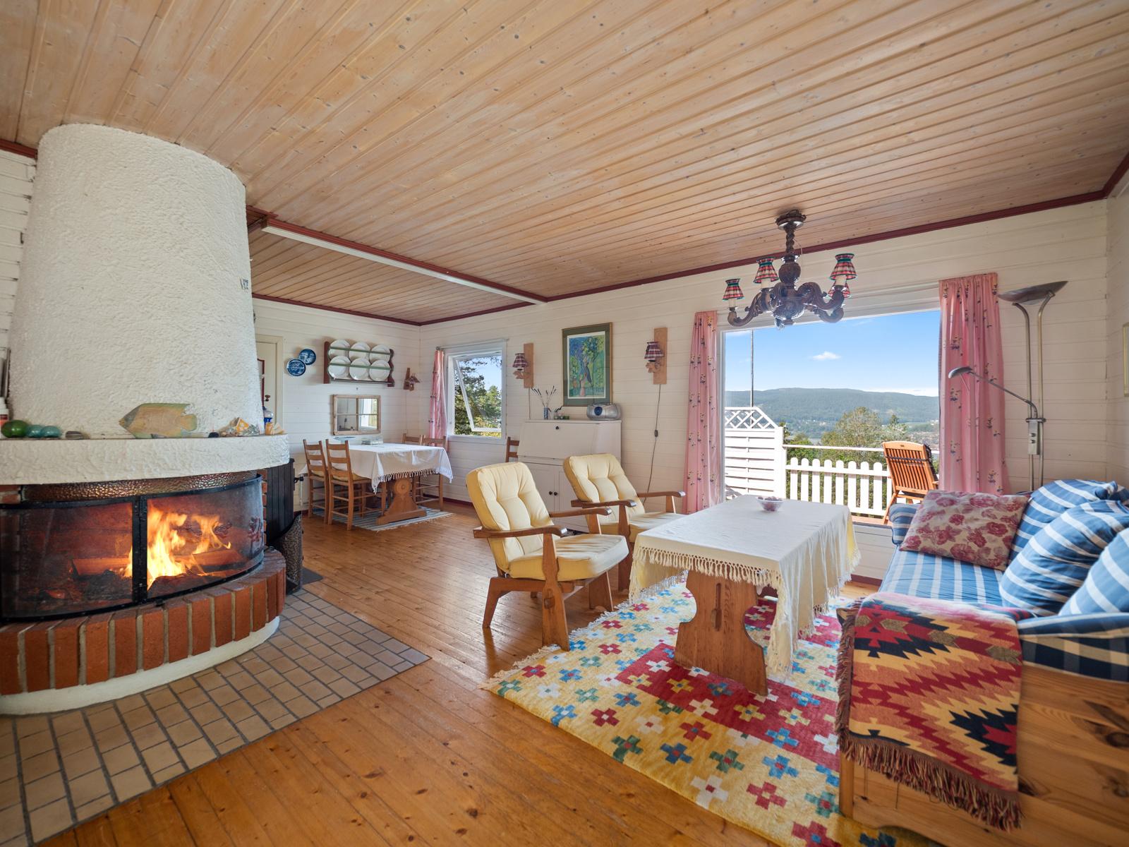 Stue med peis - Perfekt for kjølige kvelder