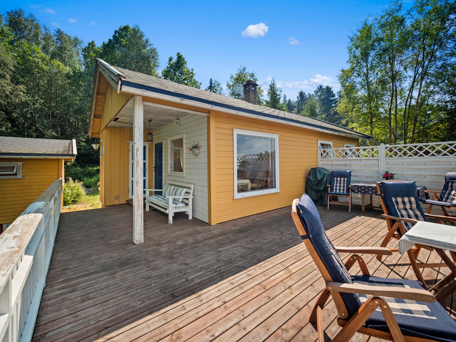 Terrassen er av god størrelse - Perfekt for late dager i solen