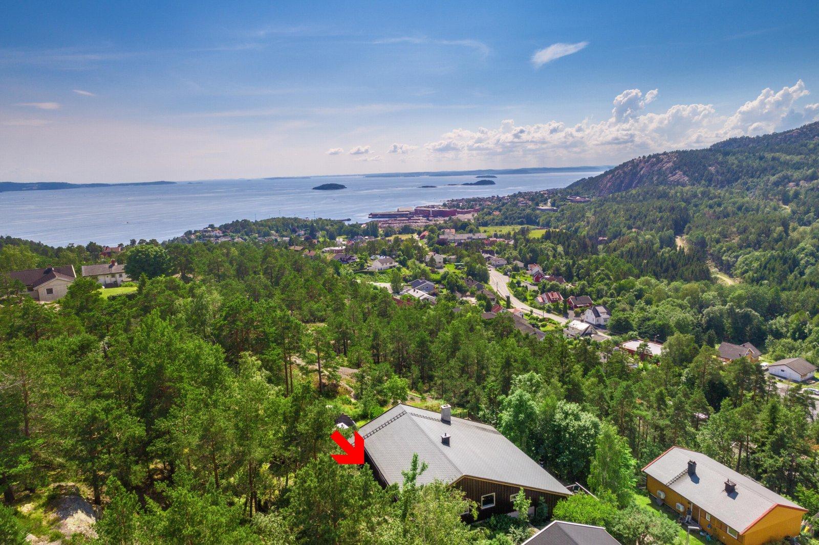 Eiendommen har flott utsikt utover Oslofjorden