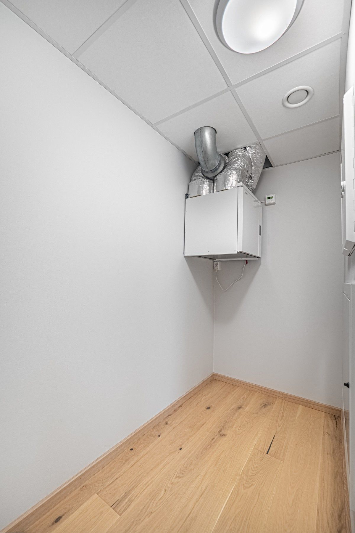 Bod/teknisk rom i leiligheten - God plass til oppbevaring