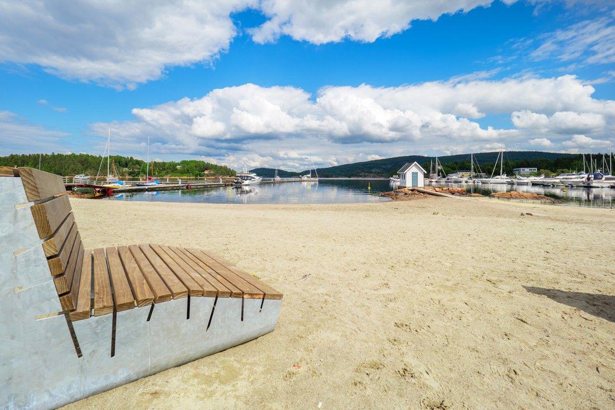 Få meter fra leiligheten er det flere hyggelige steder perfekt for morgenbad, eller late dager på stranden