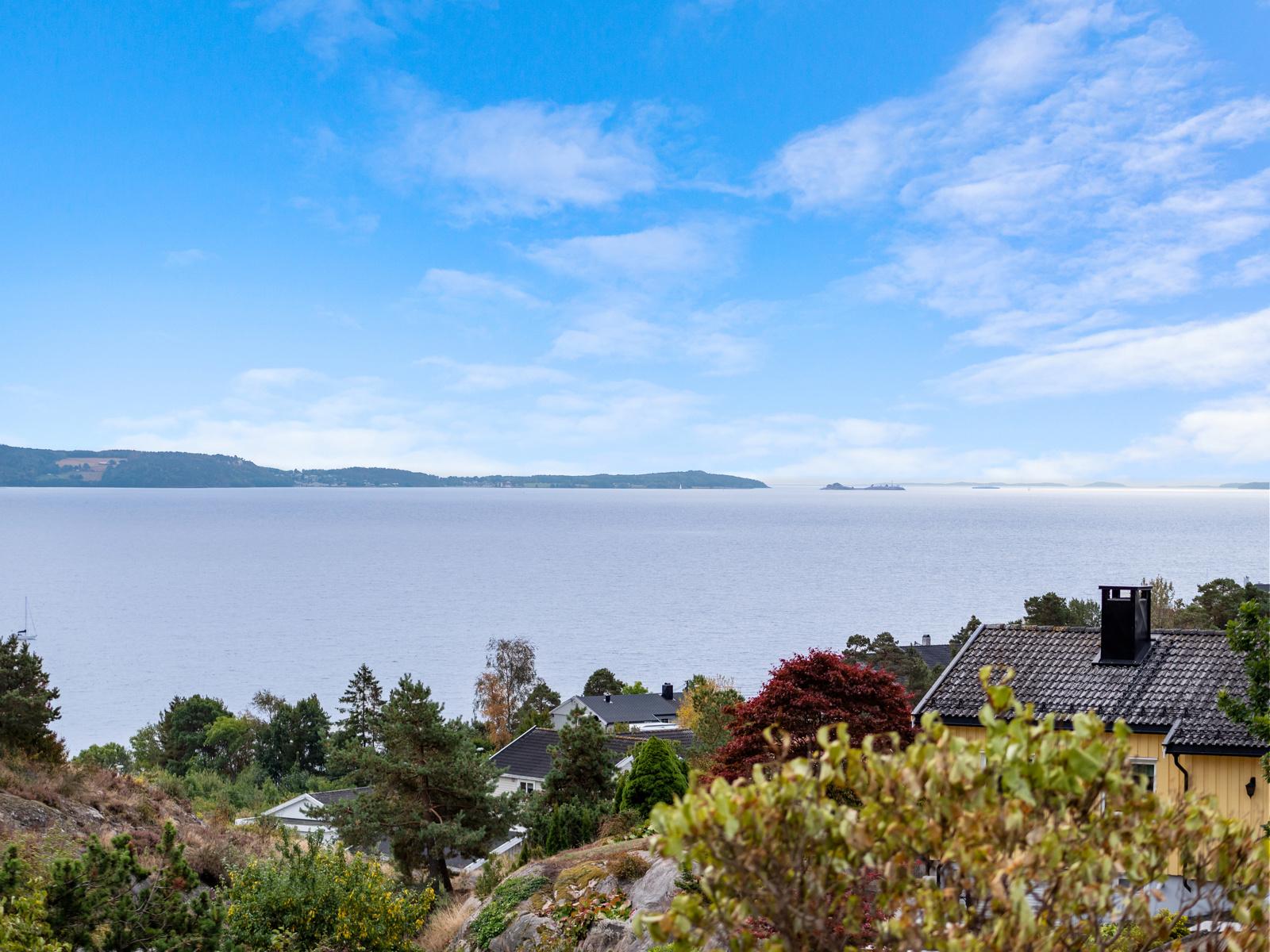 Boligen ligger med flott utsikt utover Oslofjorden