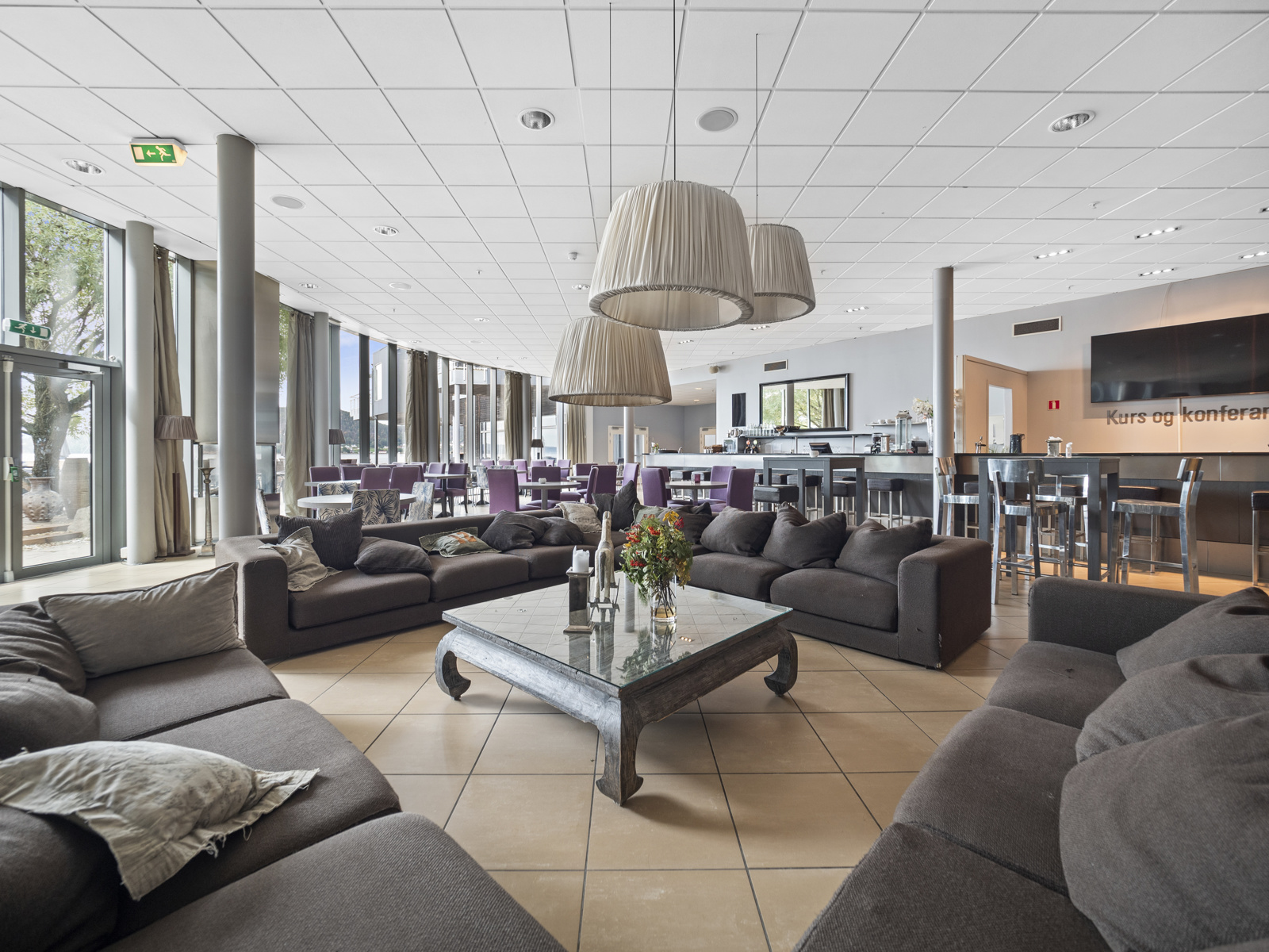 Holmsbu Resort har restaurant og hyggelig barområde