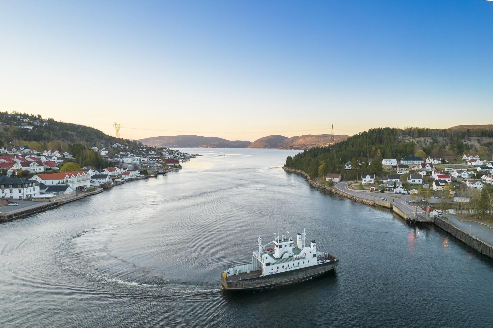 Kort ferjetur over til Svelvik