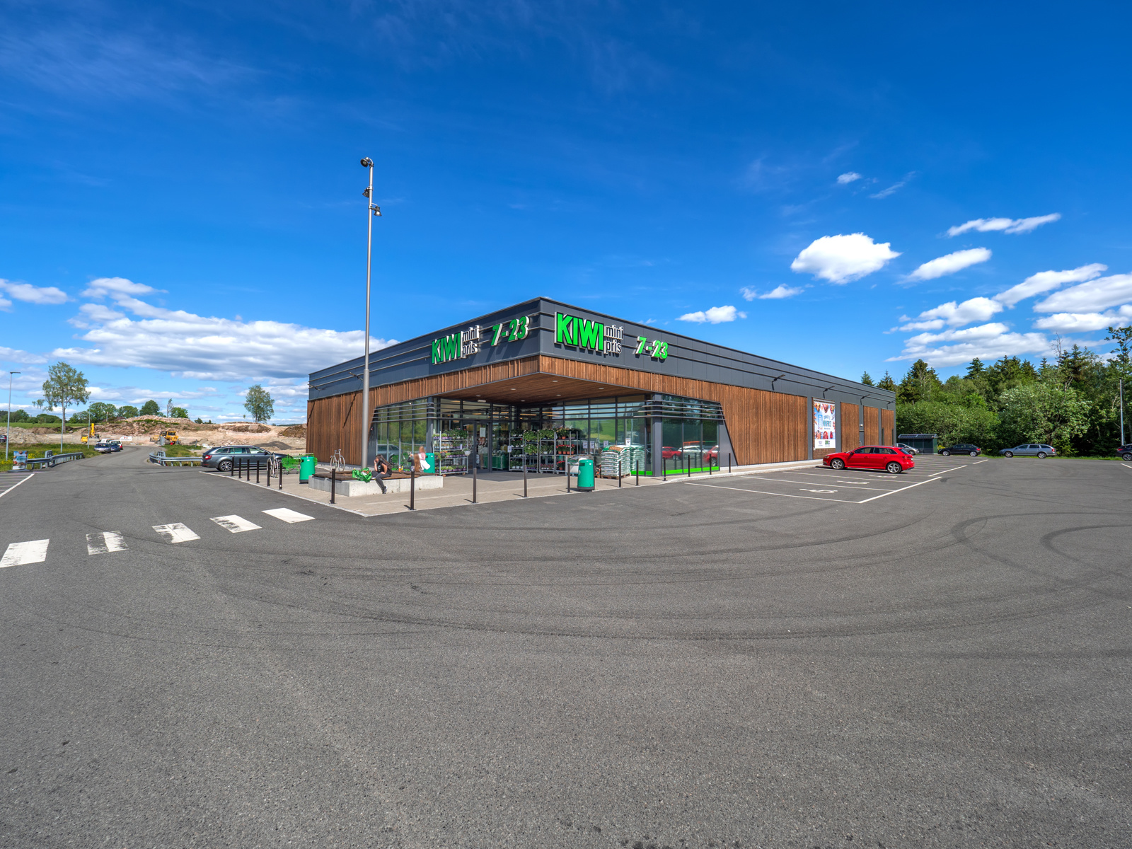 Kort vei til den nye og flotte Kiwi butikken på Klokkarstua