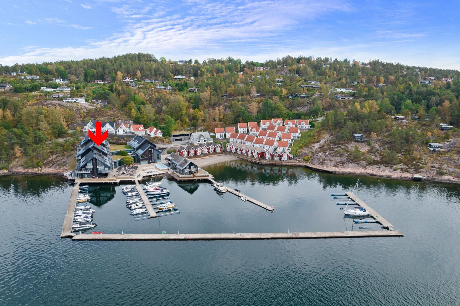Leiligheten ligger på Holtnes brygge med flotte fellesarealer og mulighet for leie båtplass